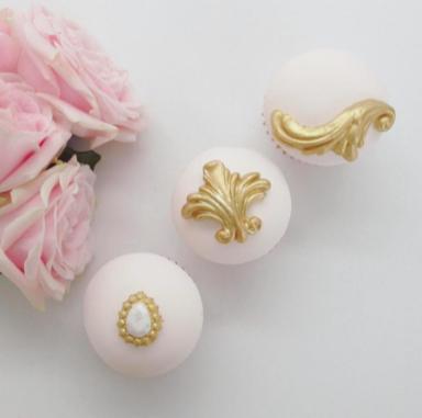 Elegant Rococo-style Wedding Cupcakes