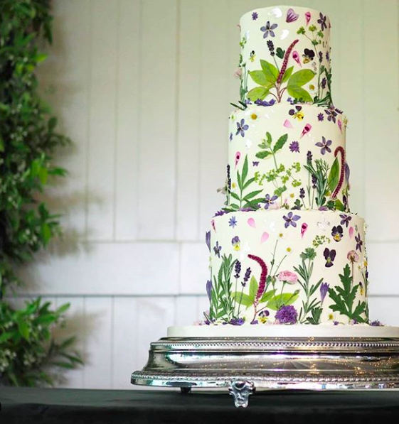 Natural Flowers Wedding Cake Trend